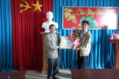 BHXH Việt Nam trao tặng bằng khen cho nhà trường THPT Phan Đăng Lưu